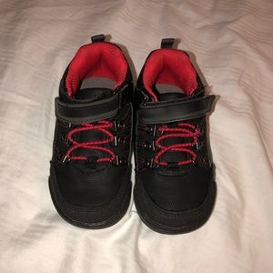 Boy Sneakers - Carter's size 7 - 7.5
